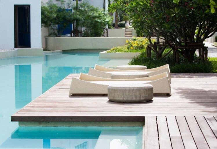 Construire une piscine à forme libre