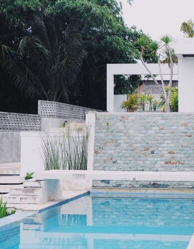 Construction de piscine paysagée